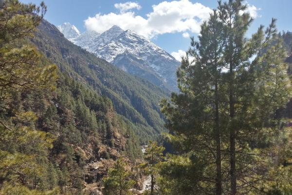 Blick vom Everest Trek ins Tal