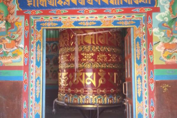 Tempel mit Gebetsmühle