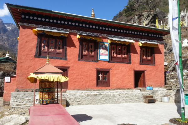 Der Tempel von Phakding