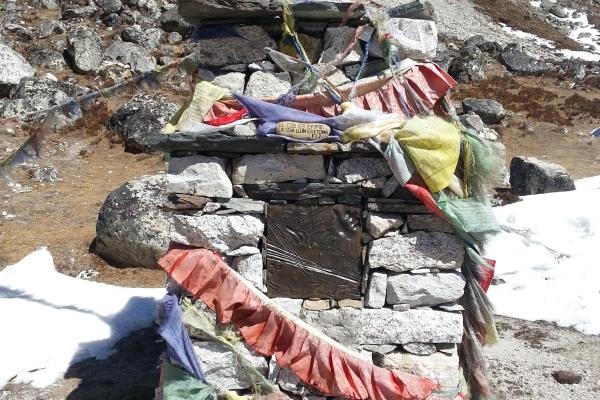 Gedenkstätte für verunglückte Touristen und Sherpa