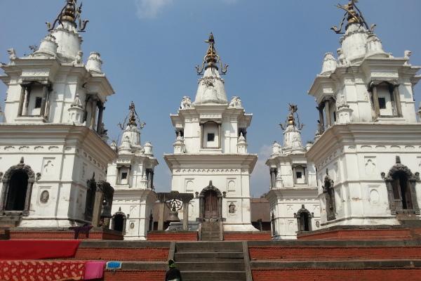 Pancha Deval liegt inmitten der Tempelanlage und wird heute durch den Mutter Theresa Orden als Altenheim genutzt.