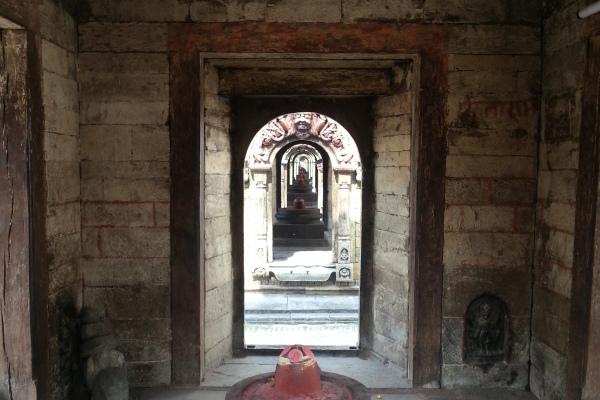Schrein des Pandra Shivalaya Komplexes mit Lingam