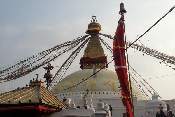 Bodnath ist ein Vorort im Nordosten von Kathmandu. Die große Stupa gehört zu den bedeutendsten Zielen für buddhistische Pilger.