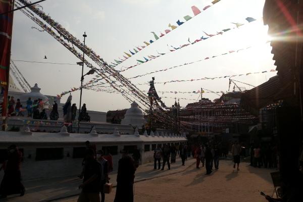 Der Weg um die große Stupa