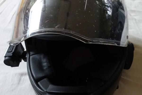 Helm mit Anbau