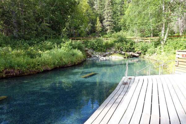 Die Quelle der Liard River Hot Springs