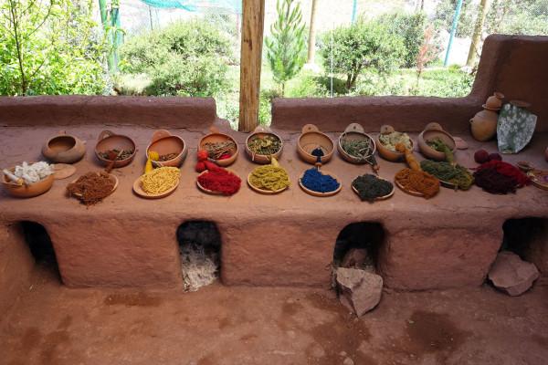Zutaten zur Herstellung von Naturfarbe